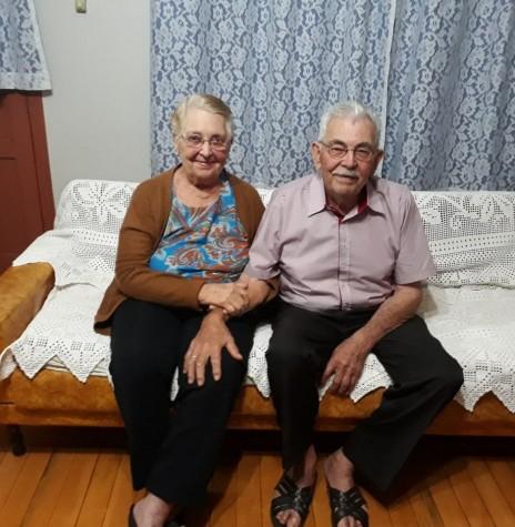 Pioneiro Edmundo Koch com a esposa Gertrudes, ele falecido em 12 de junho de 2018, e ela, no mês anterior, no dia 05.  Imagem: Acervo da Jaqueline Andreia Martinello Koch - FOTO 4 -