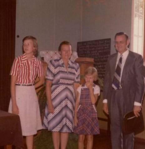 Ottmar Wehr  com a esposa Jutta e filhas. Ele foi o primeiro pastor da Primeira Igreja Batista de Marechal Cândido Rondon.  Imagem: Acervo PIB Rondon