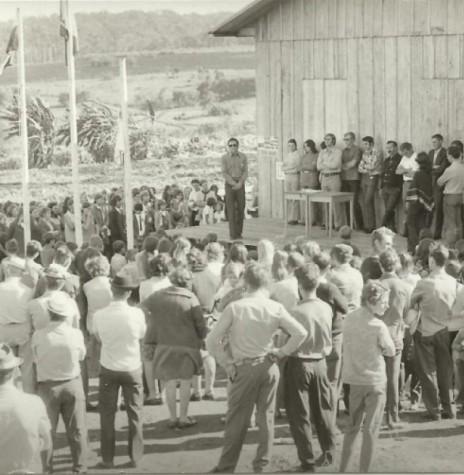 Abertura da exposição dos jovens 4-S, de Flor da Serra, em 5 de junho de 1972.  Imagem: Acervo Valdir Sackser - FOTO 1 -