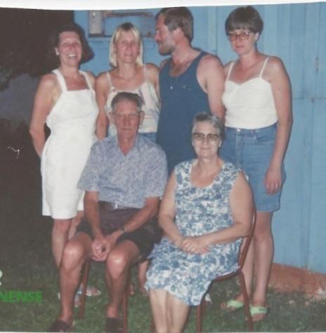 O pioneiro rondonense Léo Borgmann, esposa e filhos. Ele foi o primeiro mecânico de Marechal Cândido Rondon. Faleceu em agosto de 2002. Imagem: Acervo Vanir Borgmann – FOTO 8 –