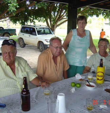 Pioneiro rondonense Nelson Strenske (e), com os irmãos Haari que casou-se com  Rusch, Lizelotte que casou com Romito Graebin e Guido com Neiva Lemke. Imagem: Acervo de Haari Strenske - FOTO 8 -
