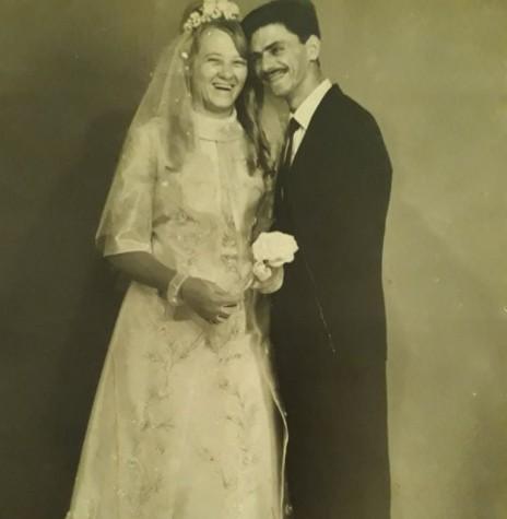 Os jovens rondonenses Dulci Dickel e Atílio Debona que se casaram em final de fevereiro de 1970.  Imagem: Acervo da Família - FOTO 2 -
