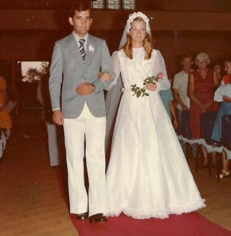 Os noivos Harald Striebel e Isoldi Heinrich que casaram em janeiro de 1977.  Imagem: Acervo Edelar Heinrich - FOTO 2 -