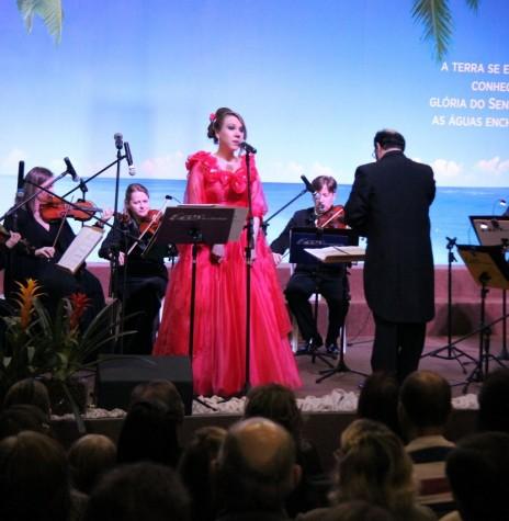 Cantora lírica Luiza Wuaden em sua apresentação em Marechal Cândido Rondon, em julho de 2016.  Imagem: Acervo O Presente - FOTO 6 -