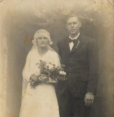 O casal pioneiro rondonense Rosa Olga Schmidtke e Guilherme Frederico Balkau que se casou em janeiro de 1939.  Imagem: Acervo da família - FOTO 2 -