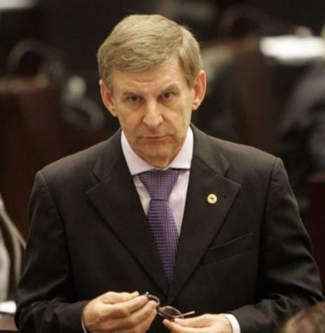Elio Lino Rusch eleito deputado estadual, pela primeira vez, em 1990 e depois mais seis consecutivas. Imagem: Acervo Assembleia Legislativa do Estado do Paraná - FOTO 11 -