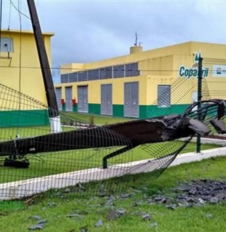 Estrago feito pelo temporal na noite de 09 de dezembro de 2015, junto a Unidade Industrial de Aves da Coapgril. Imagem: Acervo Carina Ribeiro - FOTO 9 -