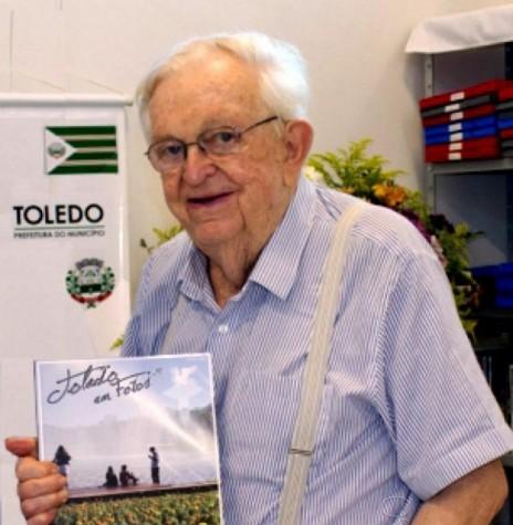 Historiador e contabilista Ondy Hélio Niederauer, falecido em fevereiro de 2012. Imagem: Acervo Brenner de Santa Maria  - FOTO 4 -