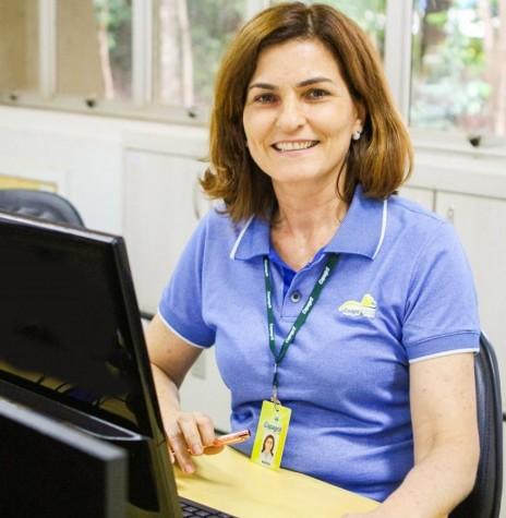 Maria Ely Sebastiani Syperreck comemorando os 40 anos de seus primeiro emprego, em 2020. Imagem: Acervo Comunicação Copagril - FOTO 7 -