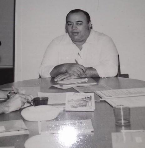 Roberto Alzáibar, presidente da  CCO da Festa do município de Marechal Cândido Rondon de 1986, tendo ao lado Rui Pires (e) e Victor Hugo Borgmann. Imagem: Acervo Projeto Memória Rondonense - FOTO 18 --