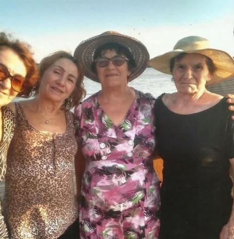 Rozalina Cecília (nascida Parizotto) Cemin (c) com seus irmãos: Da esquerda para a direita:  Florinda, Carolina, Tereza e Alberto
