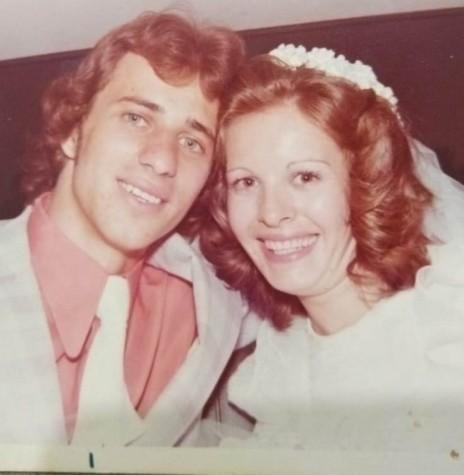 Jovens rondonenses Salete Facini e Arno Wondracek que se casaram em   janeiro de 1976. Imagem: Acervo do casal - FOTO 1 -