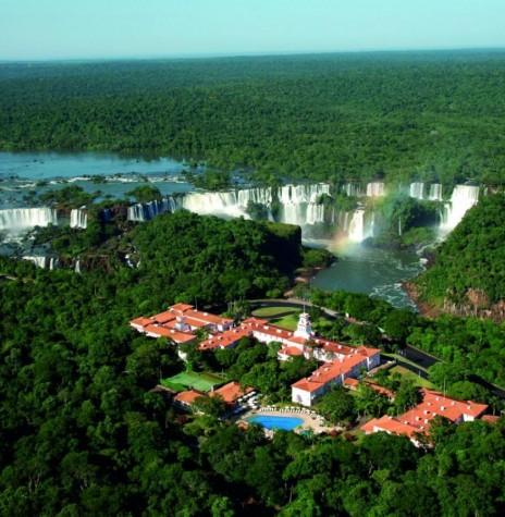 Hotel Cataratas e sua localização privilegiada dentro do Parque Nacional do Iguaçu.  Imagem: Acervo https://www.iguassu.com.br/blog - FOTO 10 -