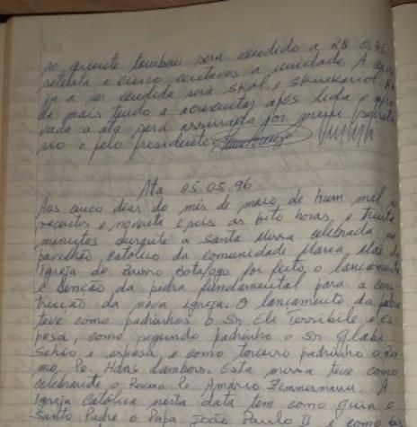 Página 1 da ata de lançamento da pedra fundamental da nova igreja da Comunidade Maria Mãe da Igreja, do Bairro Botafogo, em Marechal Cândido Rondon.  Imagem: Acervo Valdeci Conrat - FOTO 8 -