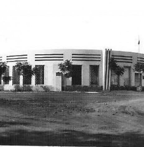 Prédio do Fórum de Marechal Cândido Rondon (depois demolido), por ocasião de sua inauguração.  Imagem: Acervo Ubiratan Sequinel - Cascavel - FOTO 2 -