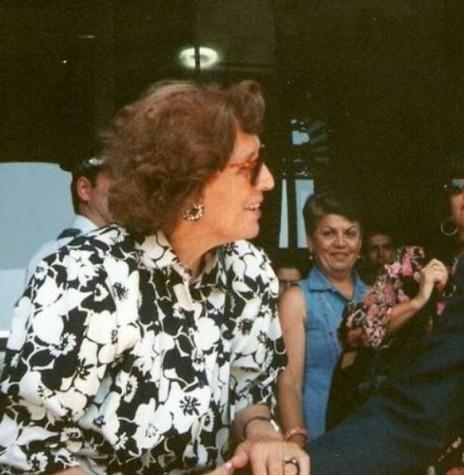 D. Aninhas  (c) no encontro que teve com o presidente brasileiro Itamar Franco para pedir a instituionalização dos Dias dos Avós no Brasil: Imagem: Acervo O Povo (Portugal) - FOTO 5 -