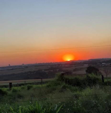 Pôr-do sol em foto captada a partir da divisa entre os municípios de Quatro Pontes e Marechal Cândido Rondon. Imagem: Página Marechal Cândido Rondon - Crédito Filipi Maciel - FOTO 13 -