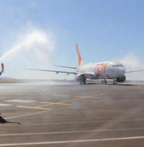 Primeiro avião da empresa aérea que posou no aeroporto da cidade de Cascavel, recebendo o