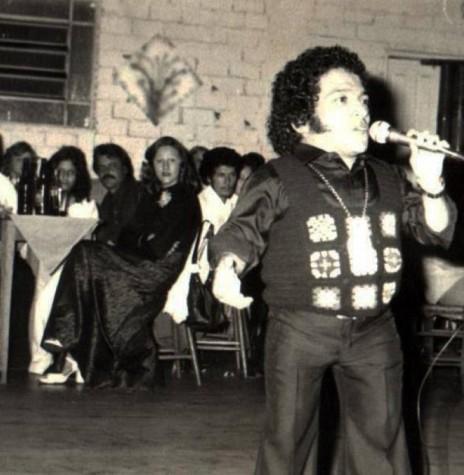 Cantor Nelson Ned se apresentando no Clube Concórdia, na cidade de Marechal Cândido Rondon, em agosto de 1975. Imagem: Acervo Alfredo Bausewein - FOTO 3 -