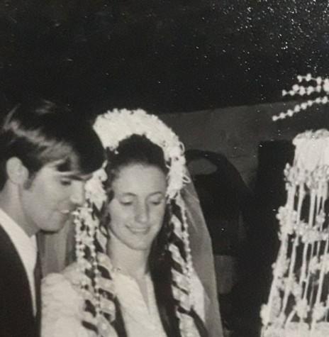 Momento comemorativo dos noivos Líbera Leduc e Heitor Waslawick.  Imagem: Acervo pessoal - FOTO 5 -