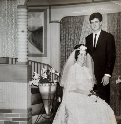 Noivos Eleonora Reschke e Nelson Ari Roesler que se casaram em outubro de 1968. Imagem: Acervo Felipe do Amaral Roesler . Foto feita no Studio Fotográfico Kaefer, em Marechal Cândido Rondon - FOTO 4 -
