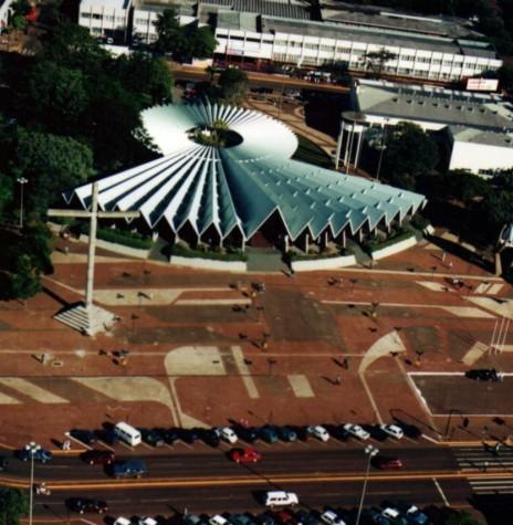 Catedral Nossa Senhora Aparecida concluída. Imagem: Acervo Regina Sperança - FOTO 9 -
