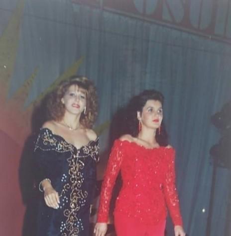 Miriam Völz e outra candidata em desfile  na passarela do Miss Mal. C. Rondon. Imagem: Acervo pessoal - FOTO 18 -