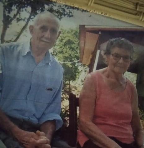 Pioneiro Quintino Bet com a esposa Verônica (nascida Nalon, ele falecido em final de maio de 2009.  Imagem: Acervo Ilda Bet - FOTO 4 -