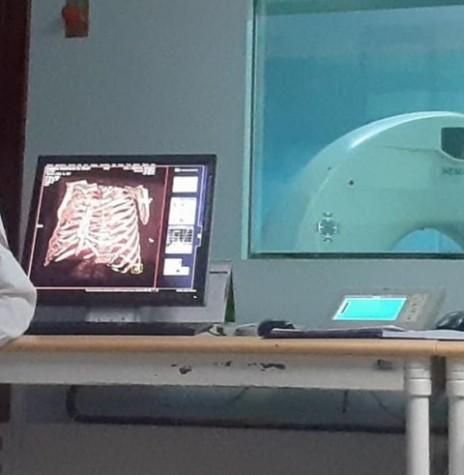 Evandro Neitzke um pouco antes de se aposentar, no setor de radiologia do Hospital Rondon. Imagem: Acervo pessoal - FOTO 10 --