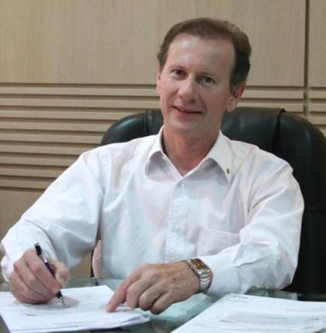 Moacir Froelich tomou posse como 14º prefeito municipal de Marechal Cândido Rondon, em 01 de janeiro de 2009. Imagem: Acervo Band News Curitiba FM - FOTO 27 -