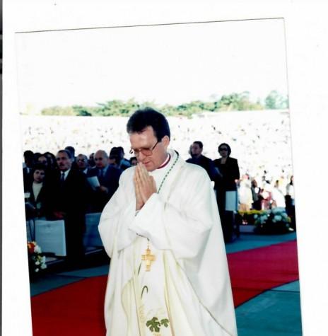 Padre Anuar Battisti (palotino) durante a sua ordenação episcopal , em junho de 1998. Imagem: Acervo Mitra Diocesana de Toledo - FOTO 6 -