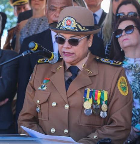 Coronel Audilene Rosa de Paula Dias Rocha nomeada pela governadora Cida Borghetti para o comanddo geral da Polícia Militar do Estado do Paraná, em abril de 2018. Imagem: Acervo Corpo de Bombeiros do Paraná - FOTO 3 -