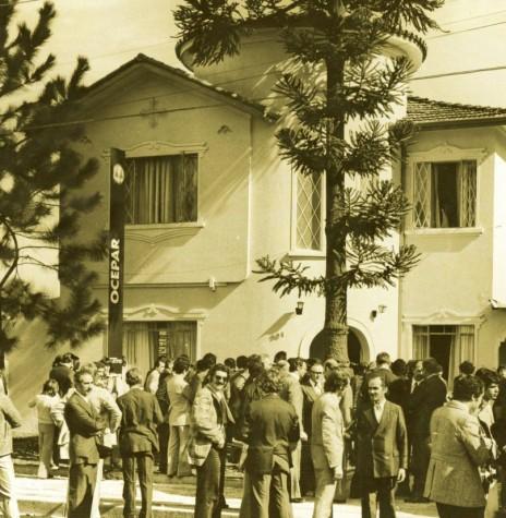Dirigentes cooperativistas, autoridades e público presentes à inauguração da sede própria da Ocepar, em 1975. Imagem: Acervo Ocepar - FOTO 4 -
