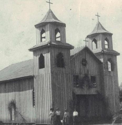 Primeira igreja em madeira da comunidade católica de Margarida, inaugurada em 1952.  Imagem: Acervo Mitra Diocesana de Toledo - FOTO 1 -