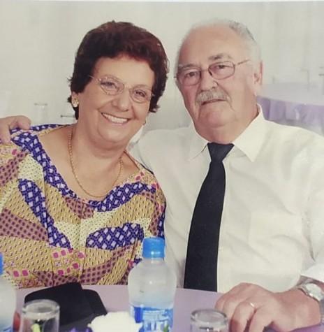 Casal Syria e Eugênio Roque Anschau, em foto de 2021.  Imagem: Acervo da família - FOTO 3 -