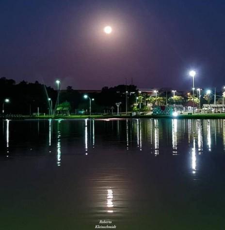 Lua cheia em Marechal Cândido Rondon, em imagem captada pelo fotógrafo rondonense Roberto KleinschimidT, em 23 de julho de 12021 - FOTO 21 -