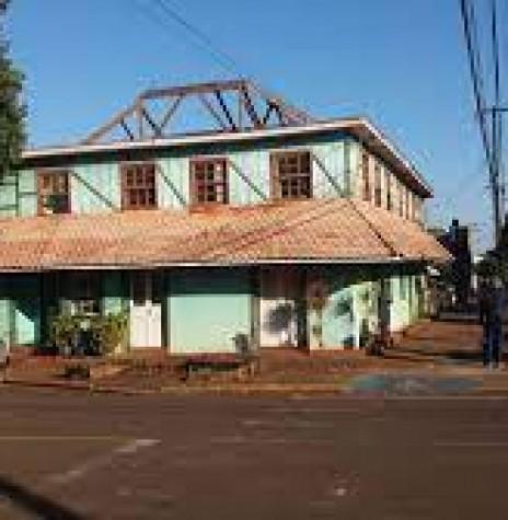 Começo da demolição do histórico Hotel Avenida, em Marechal Cândido Rondon, em julho de 2021. Imagem: Acervo Portal Rondon - Crédito: Elson Antonio Gehlen - FOTO 25 -