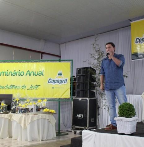 Palestrante Ricardo Rocha no Seminário de Produtores de Leite.  Imagem: Acervo Imprensa Copagril - Crédito Carina Ribeiro - FOTO 21 -