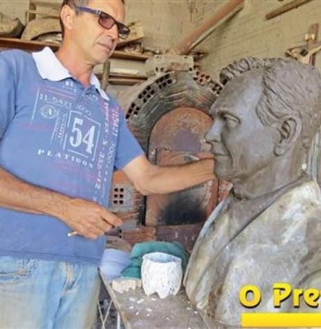 Artista rondonense Sérgio Milton Munaretto, em seu atelier.  Imagem: Acervo O Presente Digital Foto: Myreli Lins Weirich - FOTO 2 -