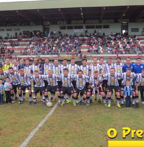 Corinthians Esporte Clube/Laticinio Nituano - campeão da Série Ouro do Campeonato Municipal de Futebol Amador 2017, de Marechal Cândido Rondon.  Imagem: Acervo O Presente Digital - FOTO 7 -