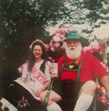 Helio Elpídio Zachow, o insuperável Opa Fass, das Oktoberfeste de Marechal Cândido Rondon, acompanhada com Rainha da festa, Tatiane Laborde.   Imagem: Arquivo NIDEQ