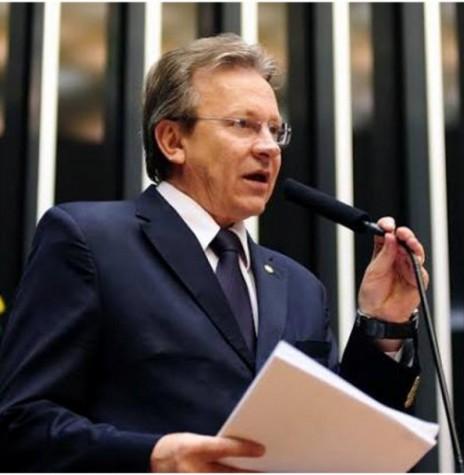 Deputado federal catarinense Celso Maldaner, proponente do Dia Nacional do Suinocultor.  Imagem: Acervo Memória Política - ALESC - FOTO 3 -
