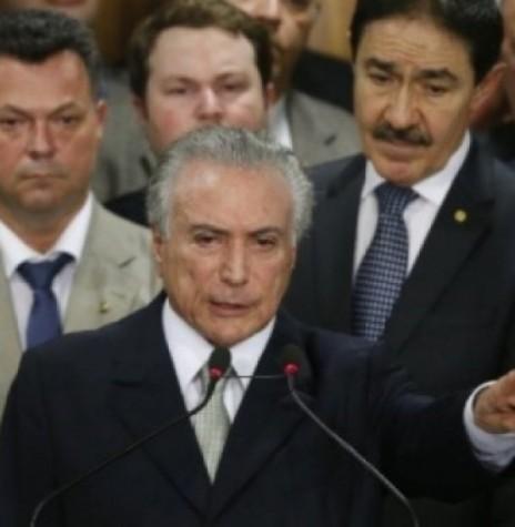 Vice-presidente Michel Temer discursando durante a posse como presidente interino do Brasil. Imagem: Acervo Folha Press Crédito: Pedro Ladeira - FOTO 10 –
