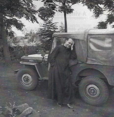 D. Armando Cirio nos tempos de padre na região de Apucarana, no norte do Paraná.  Imagem: Acervo  Deitos - FOTO 1 -