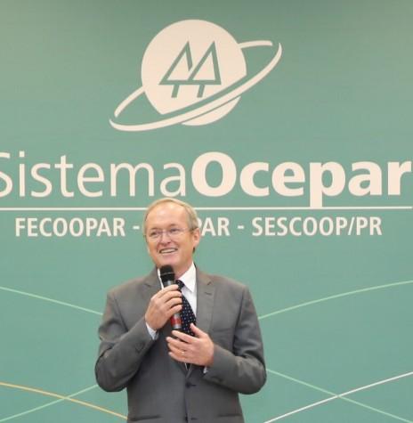 Engenheiro agrônomo José Roberto Ricken reconduzido à presidência da Ocepar para a quadriênio 2019/2023.  Imagem: Acervo Sistema Ocepar - FOTO 9 -
