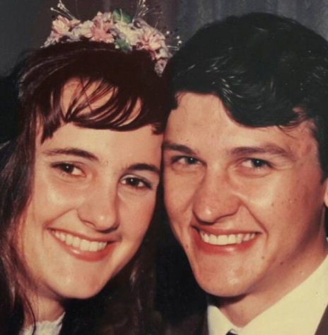 Os noivos Beatriz Neufeldt e Jadir Zimmermann fotografados no dia do casamento.  Imagem: Acervo pessoal - FOTO 4 -