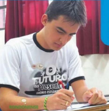 João Eduardo Santos, aluno do Colégio Rui Barbosa, selecionado para participar do Parlamento Jovem Brasileiro. Imagem: Acervo O Presente – FOTO 8 –