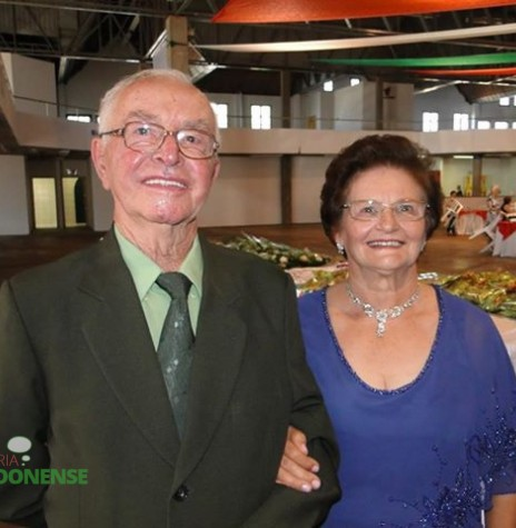 Casal Orlando e Venilda Faccini (ambos em memória), eleito presidente do Clube Aliança em 11 de janeiro de 1976.  Imagem: Acervo Fernando Wondracek - FOTO 3 -