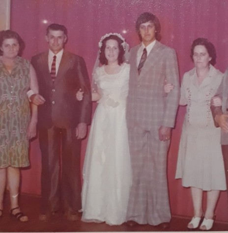 Os noivos Elenice Gerlach e Darci Andrioli, em foto com os respectivos sogros.  Imagem: Acervo Juliano Andrioli - FOTO 4 -