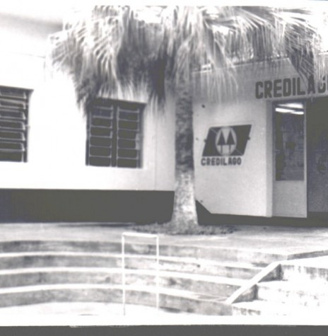 Fachada  da primeira sede da então Credilago junto a sede central da Copagril, em Marechal Cândido Rondon.  Imagem: Acervo da cooperativa de crédito. - FOTO 4 -